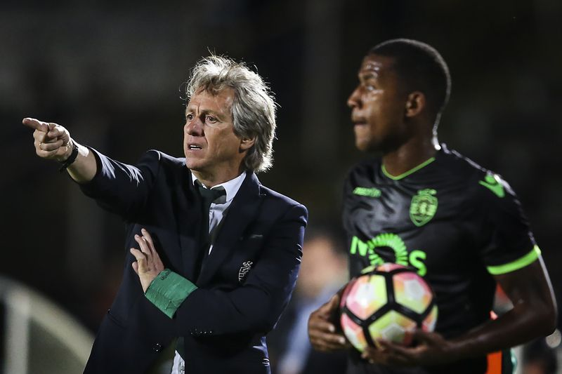Vitoria de Setubal vs Sporting • Sporting's head coach Jorge Jesus reacts during the Portuguese First League soccer match against Vitoria de Setubal at Bonfim Stadium, in Setubal, Portugal, 14 April 2017. MARIO CRUZ/LUSA • Lusa