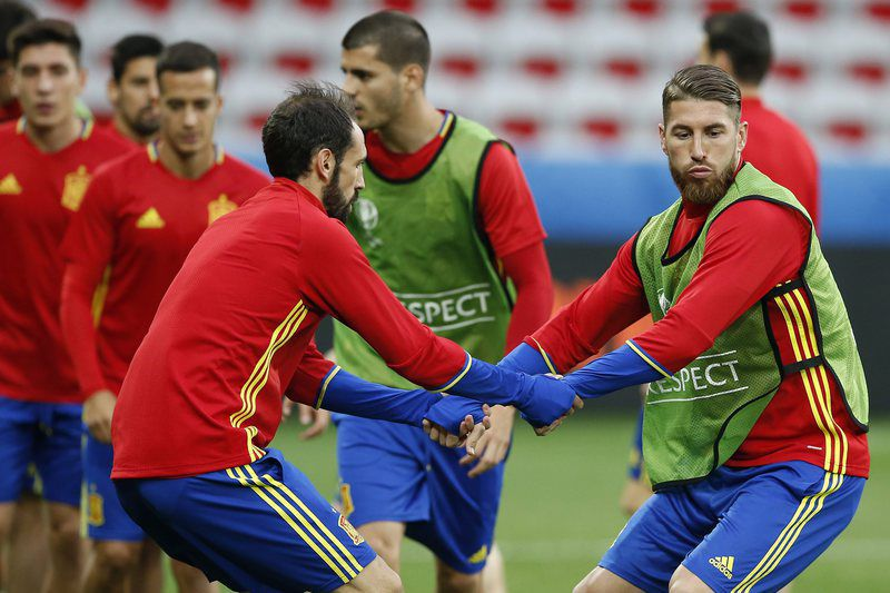Spain training • epa05370715 Spanish players Sergio Ramos (R) and Juanfran during a training session of the Spanish team at Stade de Nice in Nice, France, 16 June 2016. Spain will face Turkey in the UEFA EURO 2016 Group D soccer match on 17 June 2016.   (RESTRICTIONS APPLY: For editorial news reporting purposes only. Not used for commercial or marketing purposes without prior written approval of UEFA. Images must appear as still images and must not emulate match action video footage. Photographs published in online publications (whether via the Internet or otherwise) shall have an interval of at least 20 seconds between the posting.)  EPA/SEBASTIEN NOGIER   EDITORIAL USE ONLY • Lusa