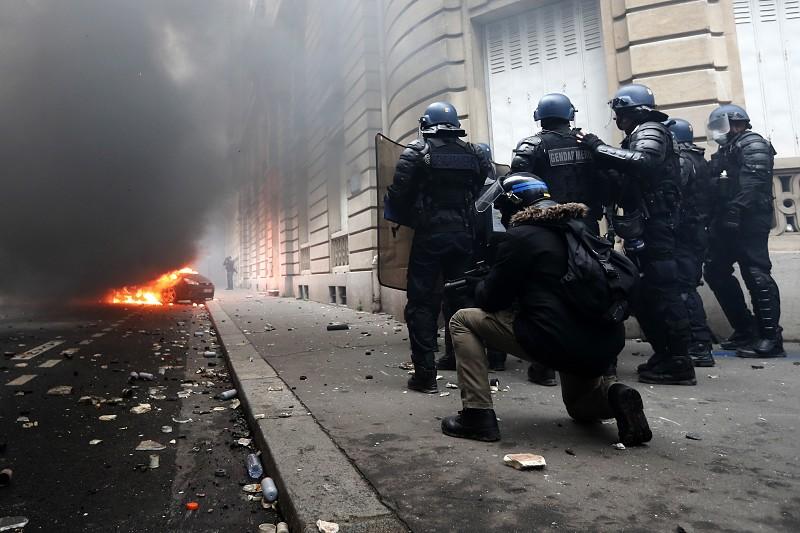 Dois jogos da liga francesa adiados devido à insuficiência de forças de  segurança 69d492586ec57