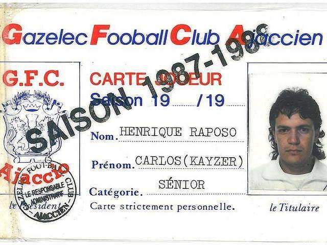 A carteira de futebolista profissional de Carlos Kaiser da época 1987/1988 ao serviço dos franceses do Ajaccio