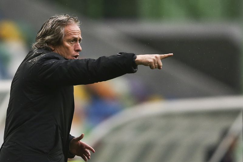Sporting vs SC Braga • Sporting's head coach Jorge Jesus reacts during their Portuguese First League soccer match against SC Braga held at Alvalade stadium, in Lisbon, Portugal, 10 January 2016. MARIO CRUZ/LUSA • Lusa