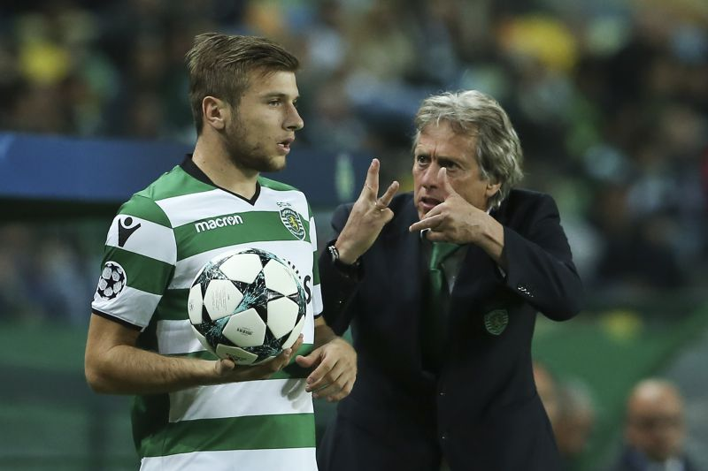 Sporting head coach Jorge Jesus (R) speaks with his player Stefan Ristovski during their Group D UEFA Champions League match held at Alvalade Stadium in Lisbon, Portugal, 22 November 2017.