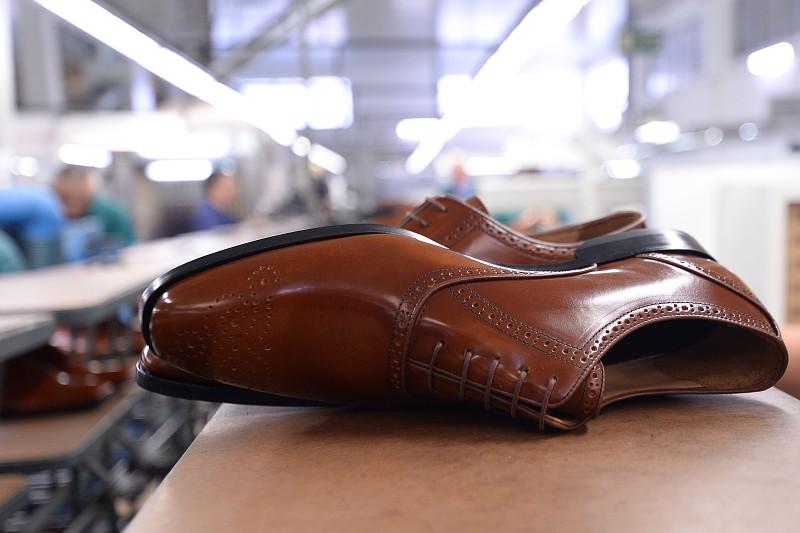 2bc020ead Calçado português investe 2 milhões de euros para participar em Milão na  maior feira do mundo