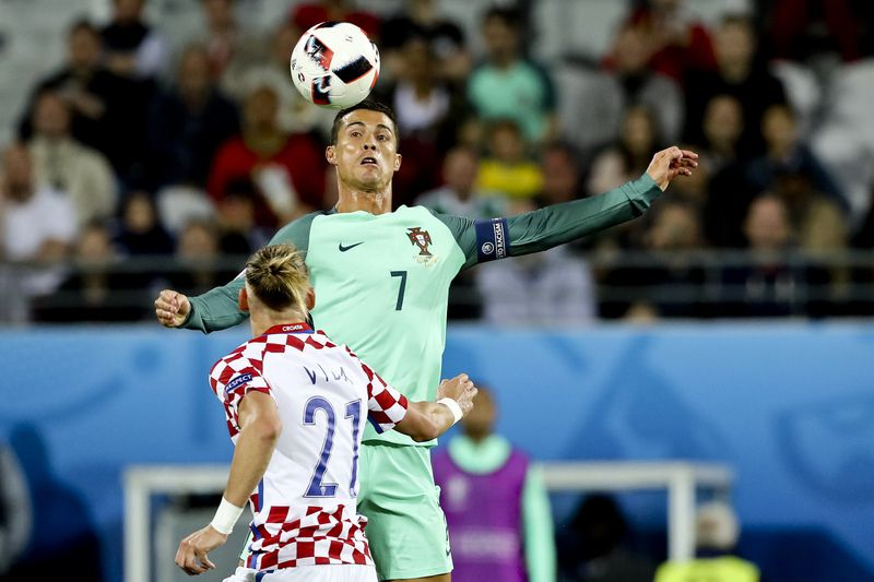 Round of 16 Croatia vs Portugal • Croatia Domagoj Vida (n21) and Portugal Cristiano Ronaldo (n7) in action during the UEFA EURO 2016 round of 16 match between Croatia and Portugal at Bollaert-Delelis Stadium in Lens, France, 25 June 2016. MIGUEL A. LOPES/LUSA • Lusa