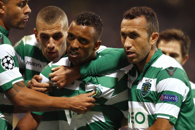 NK Maribor vs FC Sporting • epa04404863 Nani and teammates of FC Sporting,Portugal celebrate scoring during the Uefa Champions League' soccer match Group G  between NK Maribor and FC Sporting in Maribor, Slovenia 17 September 2014.  EPA/ANTONIO BAT
