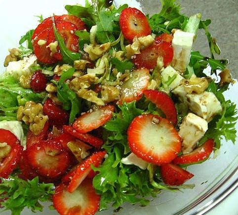 Resultado de imagem para salada de morango com nozes