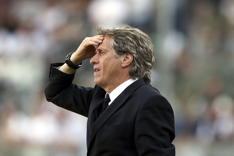 Vitoria de Guimaraes vs Benfica • Benfica head-coach Jorge Jesus reacts during their Portuguese First League soccer match against Vitoria de Guimaraes, held at D. Afonso Henriques stadium, Guimaraes, Portugal, 17th May 2015. JOSE COELHO/LUSA • Lusa