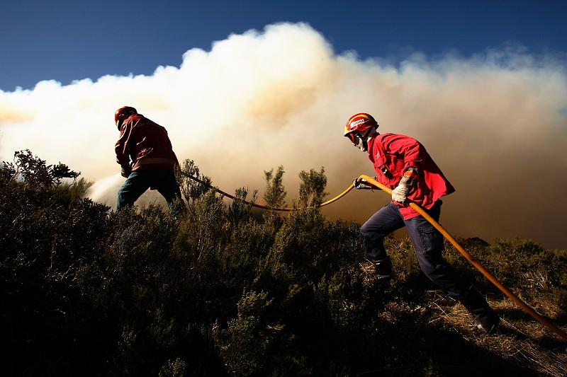 Resultado de imagem para Incêndios: Quase 20 concelhos em risco máximo no interior norte e centro e Algarve