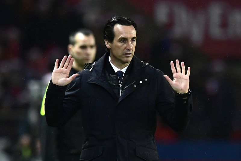 Paris Saint-Germain's Spanish headcoach Unai Emery reacts during the French L1 football match between PSG and Lorient at the Parc des Princes, western Paris, on December 21, 2016.