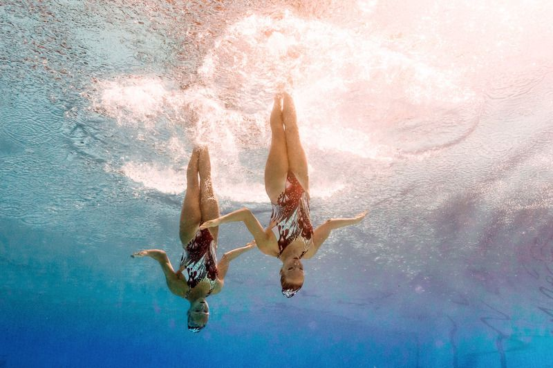 Jacqueline Simoneau e Karine Thomas, do Canadá • Jacqueline Simoneau and Canada's Karine Thomas competing in the Duets Technical Routine final during the synchronised swimming event at the Maria Lenk Aquatics at the Rio 2016 Olympic Games in Rio de Janeiro on August 16, 2016.  • François-Xavier MARIT / AFP