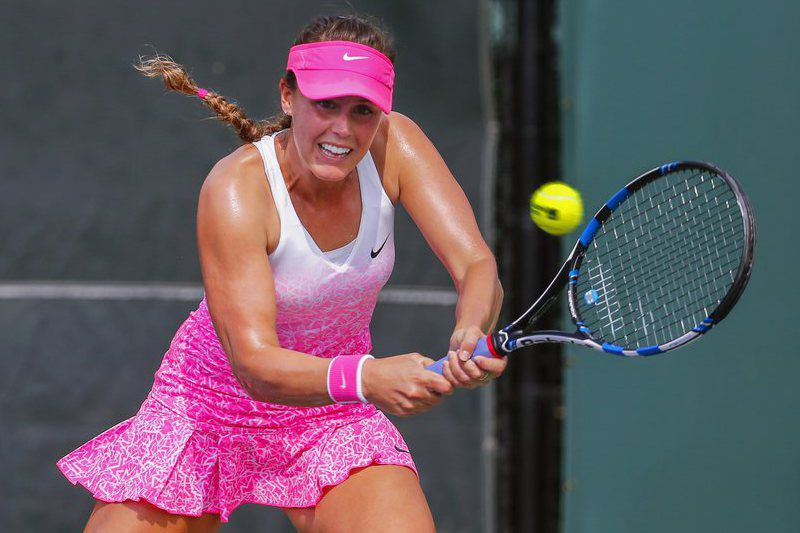 17768988d99f29abc1abd4d414364487d84c1bf0.jpg • epa04676259 Michelle Larcher de Brito of Portugal returns the ball to Saisai Zheng of China during their qualifying round match of the Miami Open tennis tournament at the Crandon Park Tennis Center on Key Biscayne in Miami, Florida, USA, 23 March 2015.  EPA/ERIK S. LESSER • ERIK S. LESSER