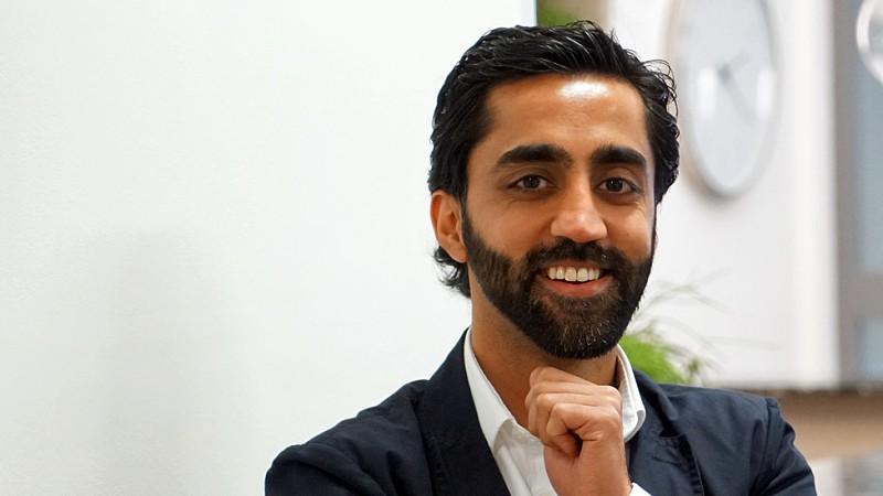 O empreendedor que ficou milionário com app de relacionamento para muçulmanos