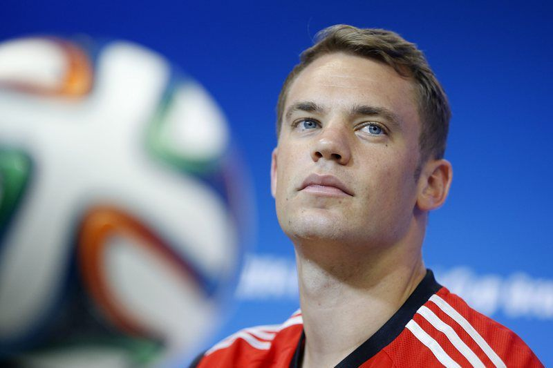 Alemanha quer dedicar vitória do Mundial a Schumacher • epa04258848 German goalkeeper Manuel Neuer during a press conference at the Arena Fonte Nova stadium in Salvador, Brazil, 15 June 2014. Germany will face Portugal in their group G preliminary round match at the FIFA World Cup 2014 on 16 June 2014 in Salvador da Bahia.   (RESTRICTIONS APPLY: Editorial Use Only, not used in association with any commercial entity - Images must not be used in any form of alert service or push service of any kind including via mobile alert services, downloads to mobile devices or MMS messaging - Images must appear as still images and must not emulate match action video footage - No alteration is made to, and no text or image is superimposed over, any published image which: (a) intentionally obscures or removes a sponsor identification image; or (b) adds or overlays the commercial identification of any third party which is not officially associated with the FIFA World Cup)  EPA/GUILLAUME HORCAJUELO   EDITORIAL USE ONLY • EPA; GUILLAUME HORCAJUELO; epa04258848