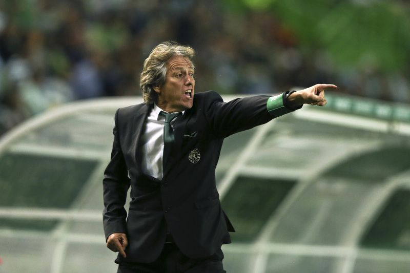 Sporting CP vs Nacional da Madeira • Sporting's CP head coach Jorge Jesus gestures during the Portuguese First League soccer match against Nacional da Madeira held at Alvalade stadium in Lisbon, Portugal, 21 September 2015. MANUEL DE ALMEIDA/LUSA • © 2015