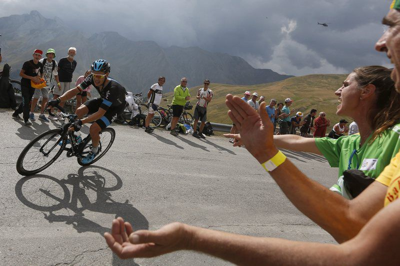 Tour de France 2015 17th stage • epa04856739 Team Sky rider Nicolas Roche of Ireland in action during the 17th stage of the 102nd edition of the Tour de France 2015 cycling race over 161 km between Digne-les-Bains and Pra Loup, France, 22 July 2015.  EPA/KIM LUDBROOK • Lusa