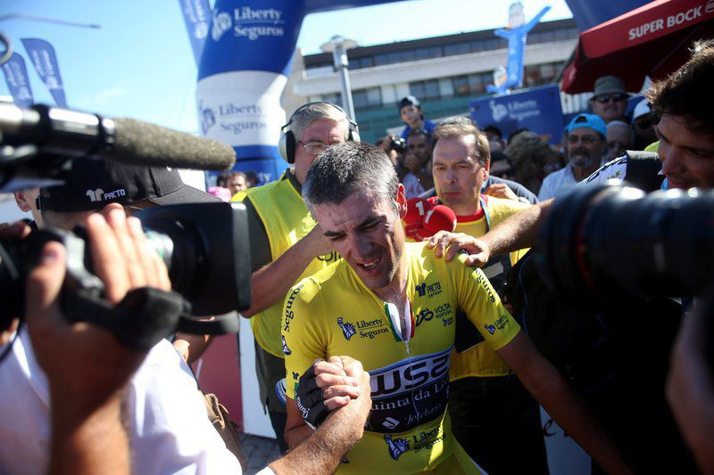 77th Tour de Portugal 2015 • epa04877551 Spanish Gustavo Veloso, team rider of W52-Quinta da Lixa, overall leader's yellow jersey, celebrates following the 9th stage of 77th Tour de Portugal 2015 cycling race, a team time trial over 34.2km between Pedrogao and Leiria, Portugal, 8 August 2015.  EPA/JOSE COELHO • Lusa