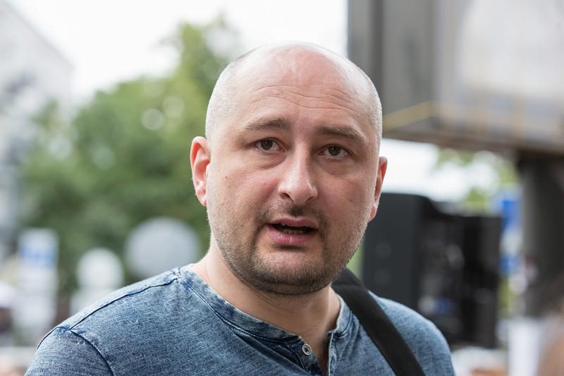 Jornalista russo dado como morto está vivo. Afinal, tudo não passou de uma encenação das secretas ucranianas