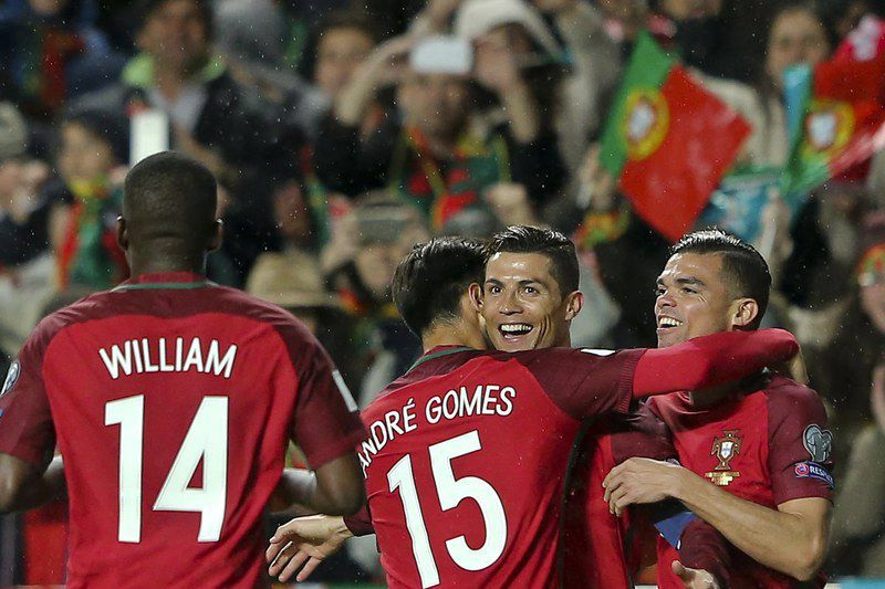 ronaldo • epa05870827 Portugal's player Cristiano Ronaldo (2nd R) celebrates with teammates after scoring the 3-0 lead during the 2018 FIFA World Cup Russia group B qualifying soccer match Portugal vs Hungary at Luz Stadium in Lisbon, Portugal, 25 March 2017.  EPA/MIGUEL A. LOPES