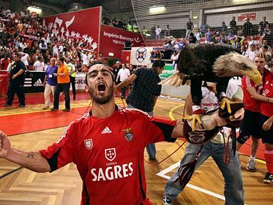 Benfica conquista o  tri  - Futsal - SAPO Desporto 1540882b4b7ac