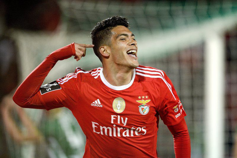 Rio Ave vs Benfica • epa05276117 Benfica's Mexican forward Raul Rimenez celebrates a goal against Rio Ave during the Portuguese First League soccer match held at Rio Ave Futebol Clube (Arcos) Stadium in Vila do Conde, Portugal, 24 April 2016.  EPA/FERNANDO VELUDO • Lusa