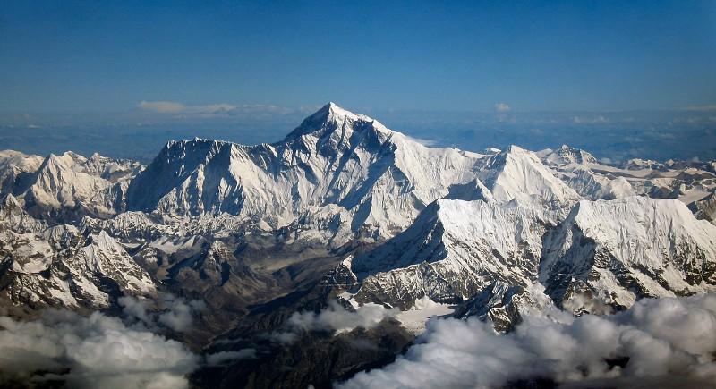 Alpinistas do Monte Everest agora são obrigados a carregar as suas próprias fezes