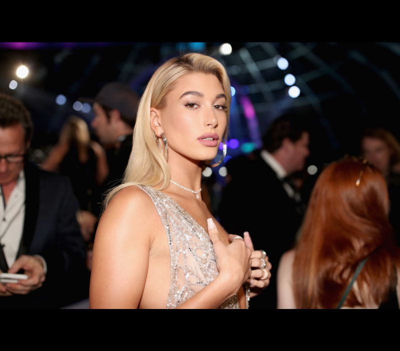 Hailey Baldwin muda de visual e mostra resultado final