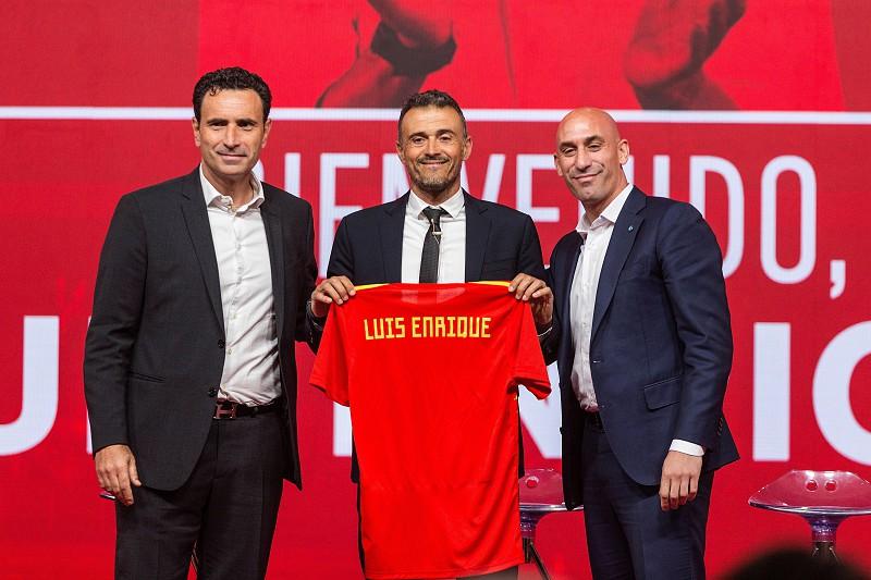 5f8f471897506 Luis Enrique abdica de Jordi Alba