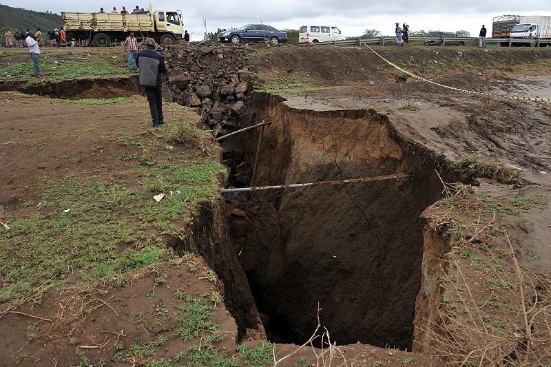 As chuvas abriram uma fenda no Quénia — e fizeram relembrar que África se vai dividir em dois