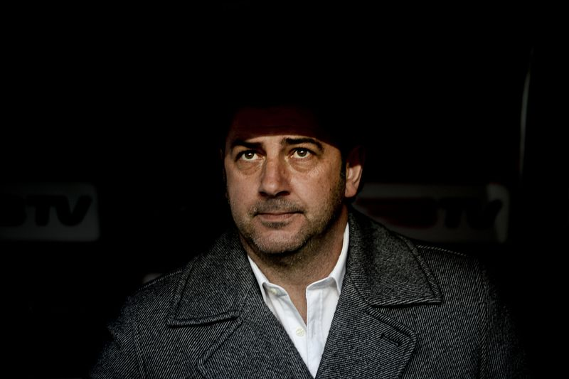Rui Vitória • Vitoria's coach Rui Vitoria sits on the bench moments before the Portuguese league football match Benfica vs SC Vitoria at Luz stadium in Lisbon on January 10, 2014.  AFP PHOTO/ PATRICIA DE MELO MOREIRA