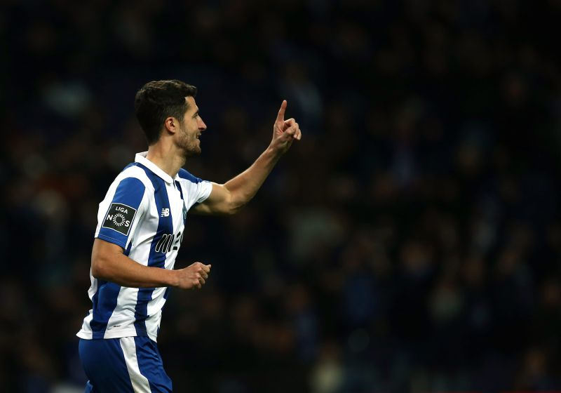 epa05719740 FC Porto's player Ivan Marcano celebrates after scoring a goal against Moreirense during the Portuguese First League soccer match held at Dragao stadium in Porto, Portugal, 15 January 2017.  EPA/ESTELA SILVA