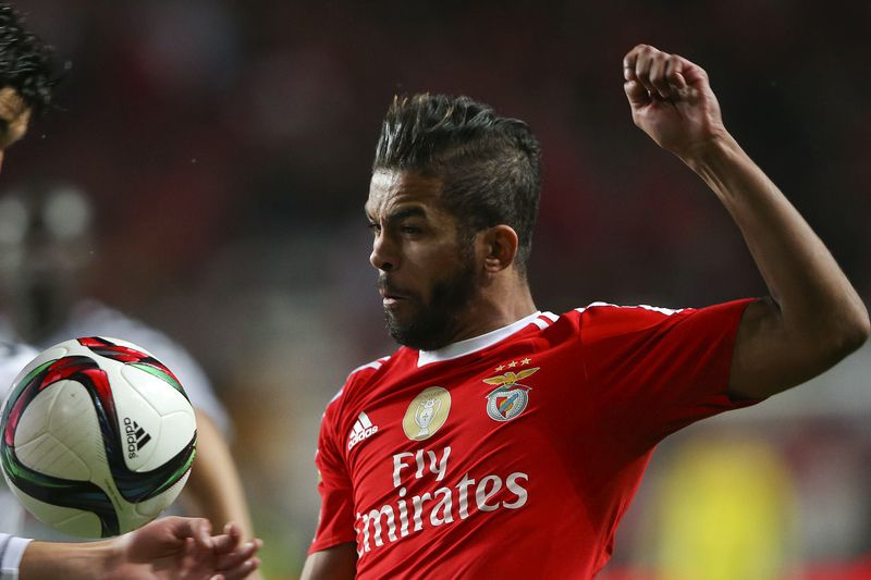 2f1beba9ff21c872854dafb9d104393b953c005f.jpg • Benfica's player Carcela (R) vies for the ball with Alan of Nacional during their Portuguese League Cup match held at Luz Stadium in Lisbon, Portugal, 29 december 2015. JOSE SENA GOULAO/LUSA • © 2015 LUSA - Agência de Notícias de Portugal, S.A.