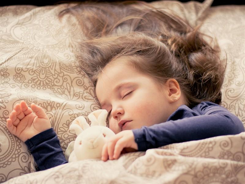 A importância do sono e as vantagens da leitura na infância