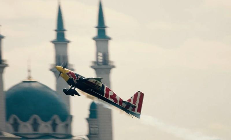 Red Bull Air Race: Martin Sonka foi rei no Porto e voltou-o