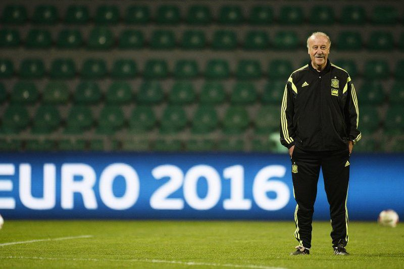 Spain training • epa04437612 Spanish national soccer team's head coach Vicente del Bosque leads his team's training session in Zilina, Slovakia, 08 October 2014. Spain will face Slovakia in the UEFA EURO 2016 qualifying soccer match on 09 October 2014.  EPA/FILIP SINGER