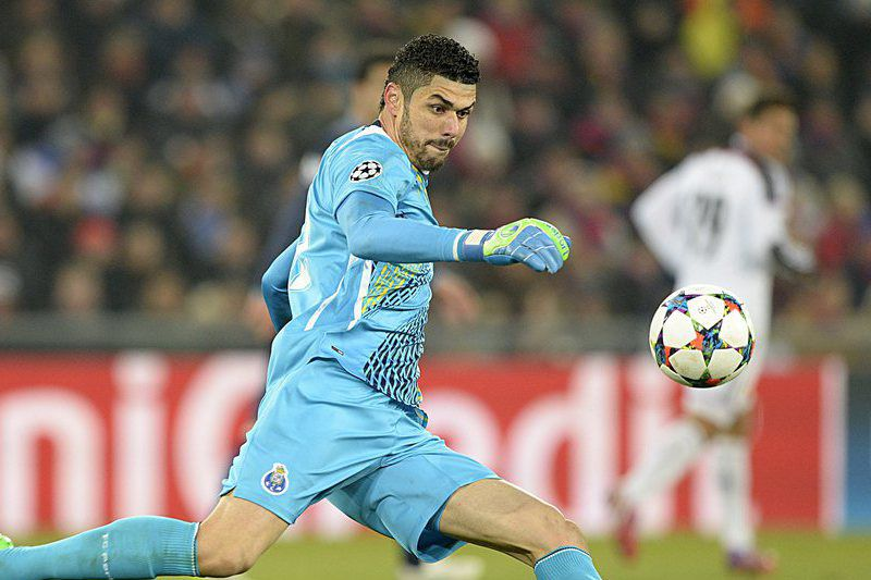 FC BASEL 1893 VS FC PORTO • epa04626386 Porto's goalkeeper Fabiano in action during an UEFA Champions League round of sixteen first leg soccer match between Switzerland's FC Basel 1893 and Portugal's FC Porto in the St. Jakob-Park stadium in Basel, Switzerland, on 18 February 2015.  EPA/GEORGIOS KEFALAS • Lusa