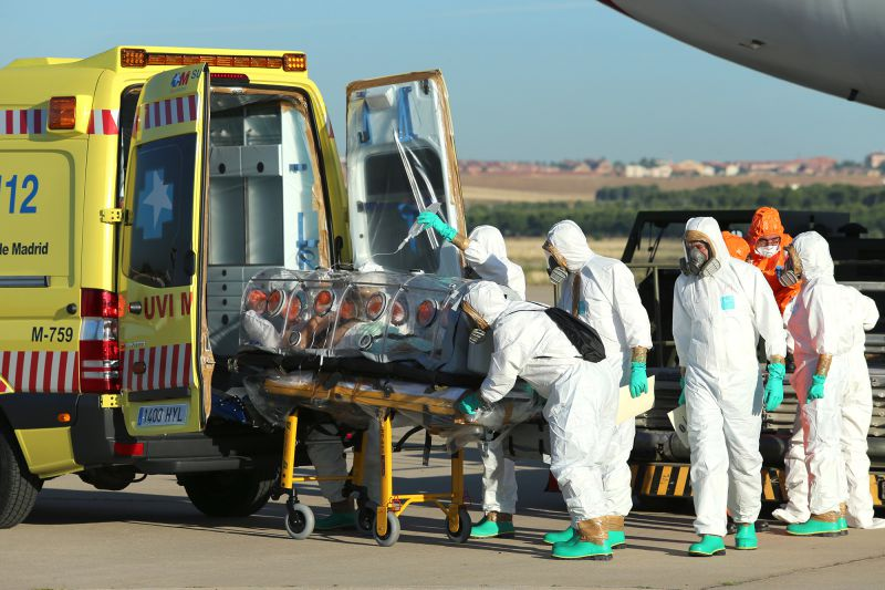 A handout picture taken and released on August 7, 2014 by the Spanish Defense Ministry shows Roman Catholic priest Miguel Pajares, who contracted the deadly Ebola virus, being transported from Madrid's Torrejon air base to the Carlos III hospital upon his arrival in Spain. An elderly Spanish missionary infected with the deadly Ebola virus in Liberia landed in Madrid today, the first patient in the fast-spreading outbreak to be evacuated to Europe for treatment. AFP PHOTO / SPANISH DEFENSE MINISTRY / INAKI GOMEZ RESTRICTED TO EDITORIAL USE - MANDATORY CREDIT