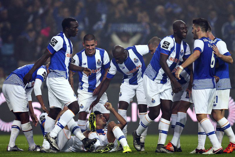 FC Porto vs Academica • epa05077409 FC Porto players celebrate after scoring a goal against Academica, during their Portuguese First League soccer match held at Dragao stadium, Porto, Portugal, 20 December 2015.  EPA/JOSE COELHO • Lusa