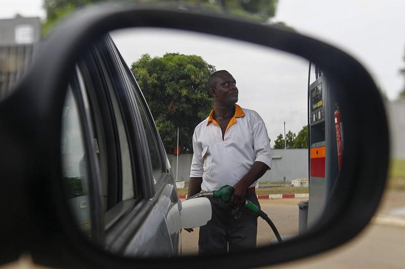 Crise angolana cortou 10.000 MEuro na energia e água em quatro anos