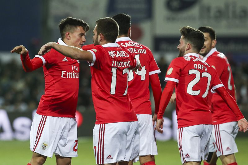 Benfica´s Franco Cervi (L) celebrates with his teammates after scoring a goal against Portimonense during their Portuguese First League soccer match at Portimao Stadium in Portimao, south of Portugal, 10 February 2018. ANTONIO COTRIM/LUSA