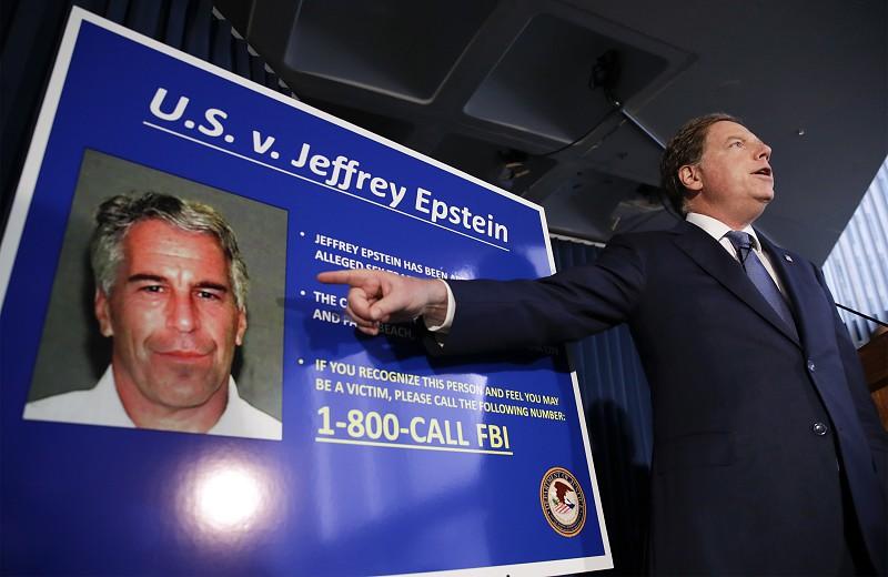 Resultado de imagem para Magnata norte-americano Jeffrey Epstein, acusado de abuso de menores, encontrado morto na sua cela