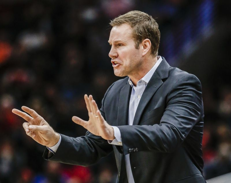 NBA: Chicago Bulls despedem Fred Hoiberg