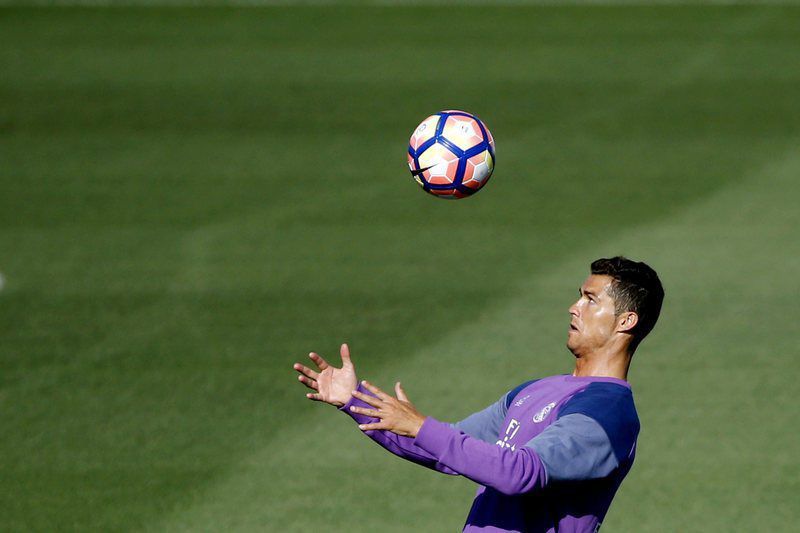 Real Madrid Team training • epa05501638 Real Madrid's Portuguese forward Cristiano Ronaldo attends a team training session at the Sports City of Valdebebas, Madrid, Spain, 20 August 2016. Real Madrid will play against Real Sociedad in their first match of the Spanish Primera Division league on 21 August 2016.  EPA/JUAN CARLOS HIDALGO • Lusa