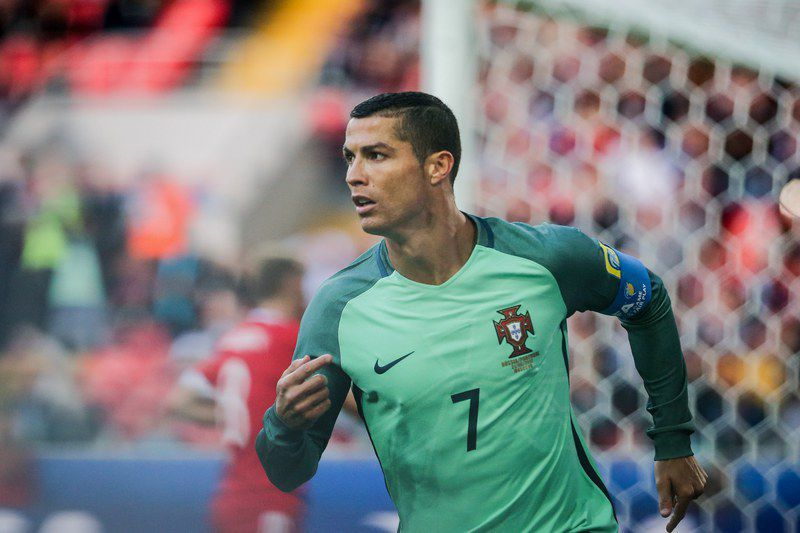 Ronaldo celebra o golo no Portugal-Rússia • epa06041240 Portugal's Cristiano Ronaldo celebrates after scoring the opening goal against Russia during the FIFA Confederations Cup Group A match between Russia and Portugal at Spartak Stadium, in Moscow, Russia, 21 June 2017.  • EPA/MARIO CRUZ