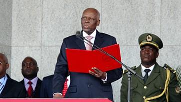 Angola: Eduardo dos Santos não se recandidata e escolhe ministro da Defesa como sucessor