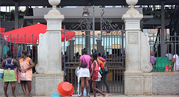 Entrada principal do mercado da Praia
