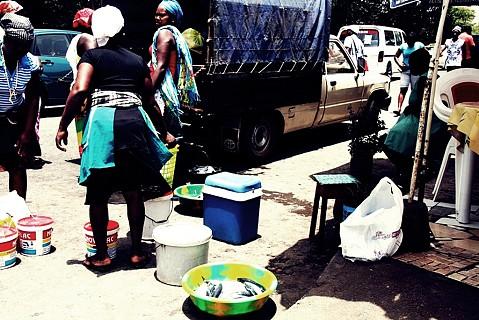 No mercado da Sucupira vende-se de tudo um pouco, peixe inclusive.