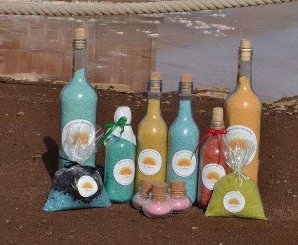 A marca é especializada na produção de sais de banho, velas e sabonetes à base de sal, mas também com óleos, frutos secos e ervas.