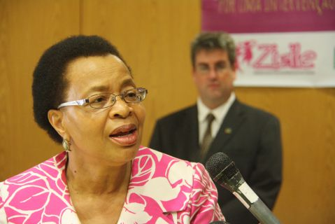 Graça Machel, é um exemplo de uma mulher que tem levado o nome de Moçambique além fronteiras e batalhado para que o país cresça.
