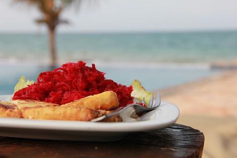 Queijo Feta com beterraba, uma das maravilhosa confeccionadas pelo chef (SAPO MZ/ Eliana Silva)