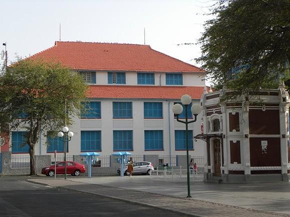Antigo edifício dos correios e hospital do Mindelo